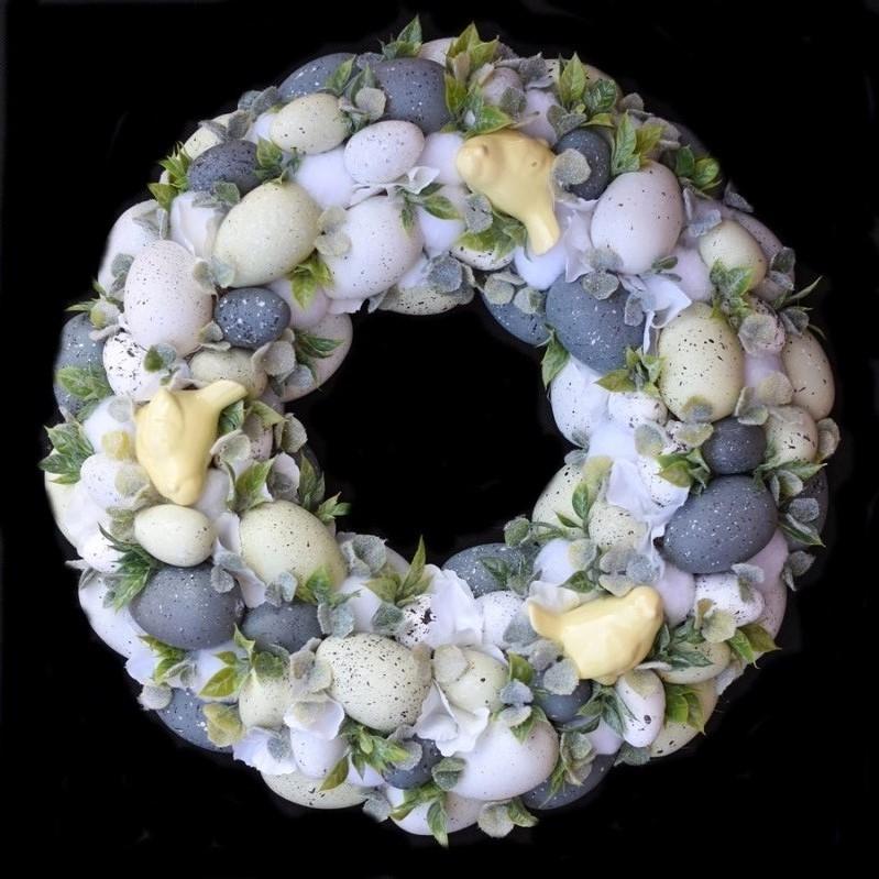 Une belle couronne de Pâques à faire soi-même avec des oeufs