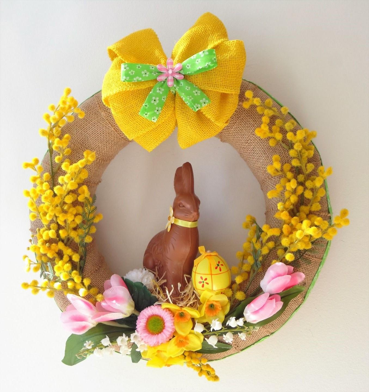 Une belle couronne de Pâques à faire soi-même avec des fleurs en papier