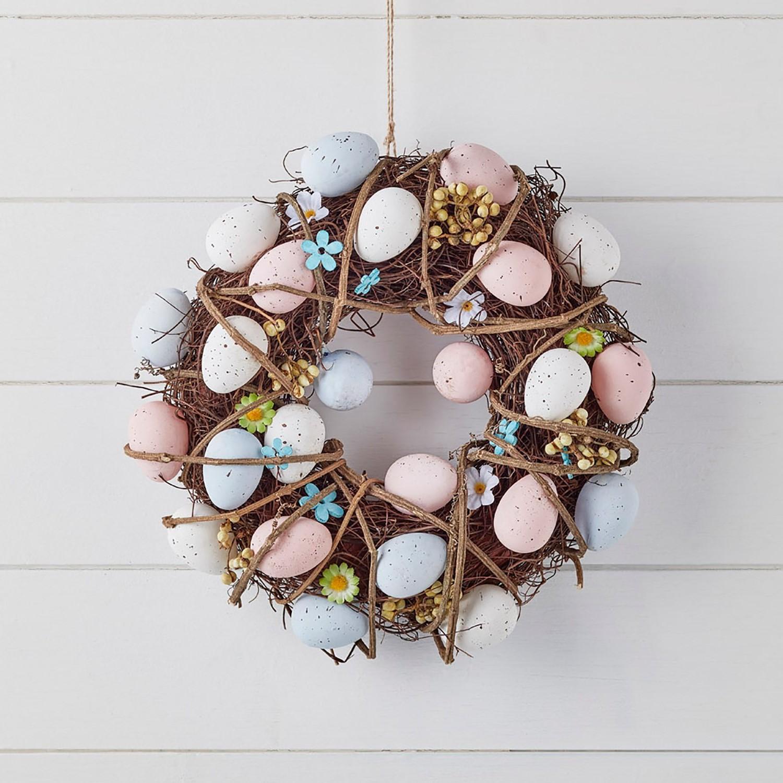 Petite couronne de Pâques à faire soi-même avec des oeufs