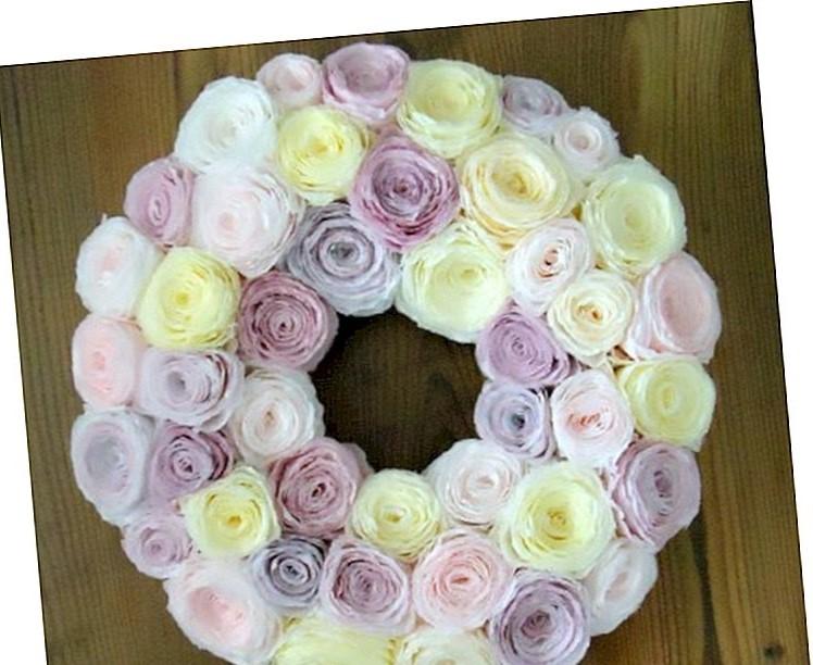 Couronne de Pâques faite par vous-même - avec des roses artificielles