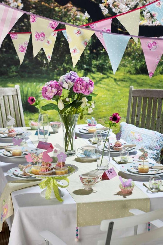 Belle décoration de table de Pâques