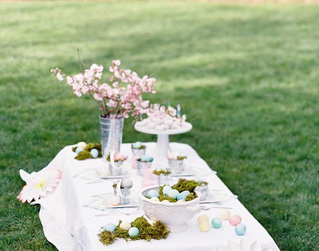 Décoration de table de Pâques pour l'extérieur