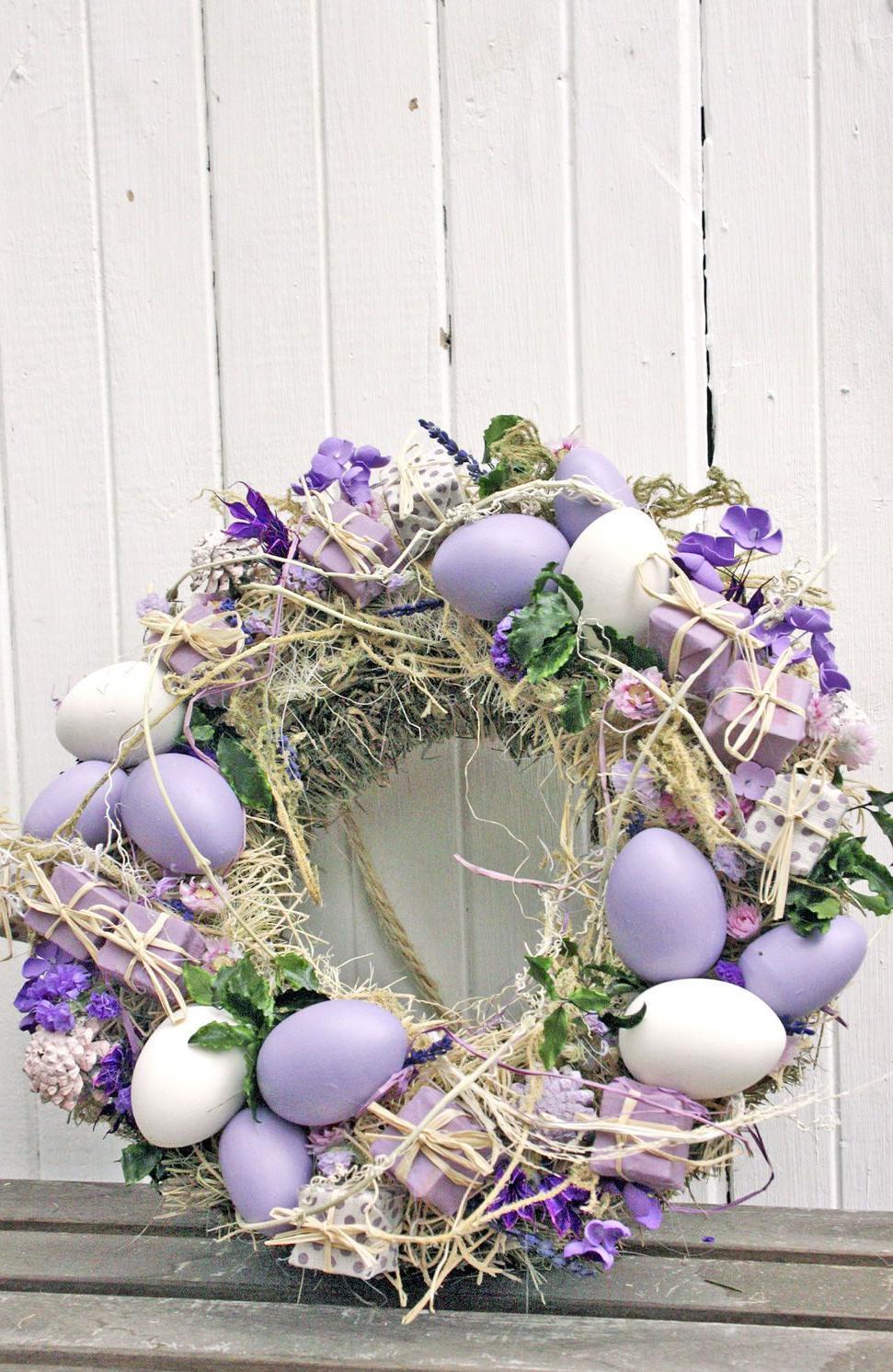 Une excellente idée pour une décoration de couronne de fleurs pour Pâques