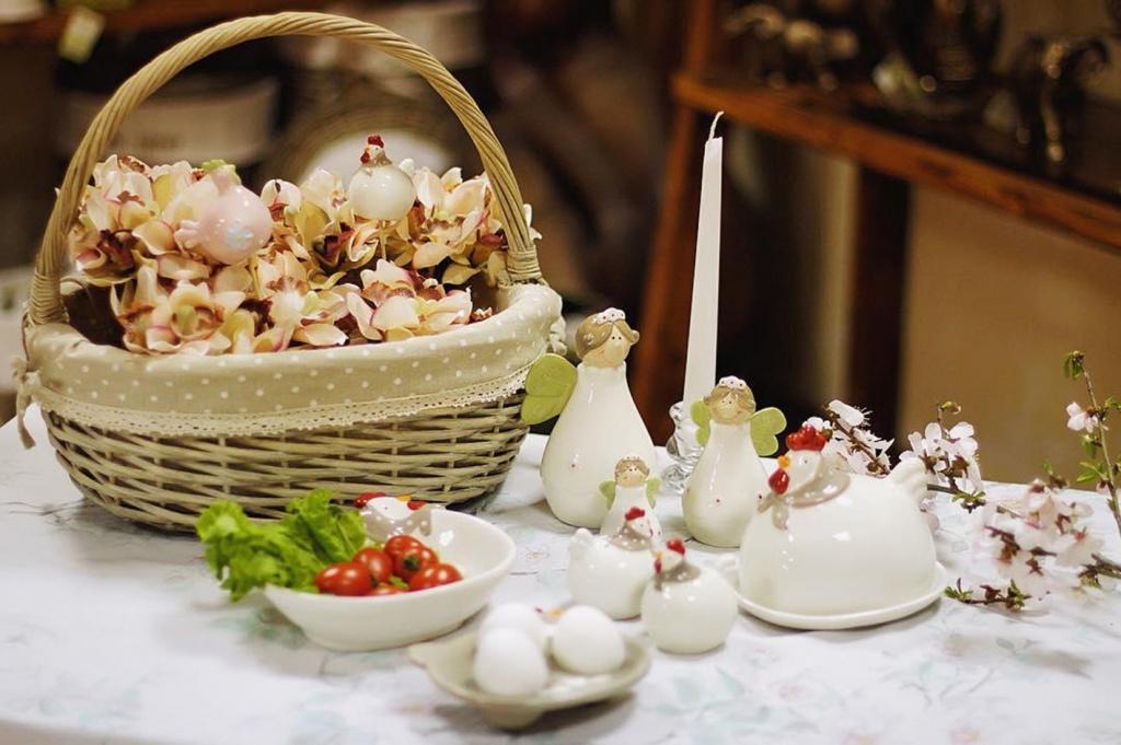 Décoration de panier de fleurs de Pâques