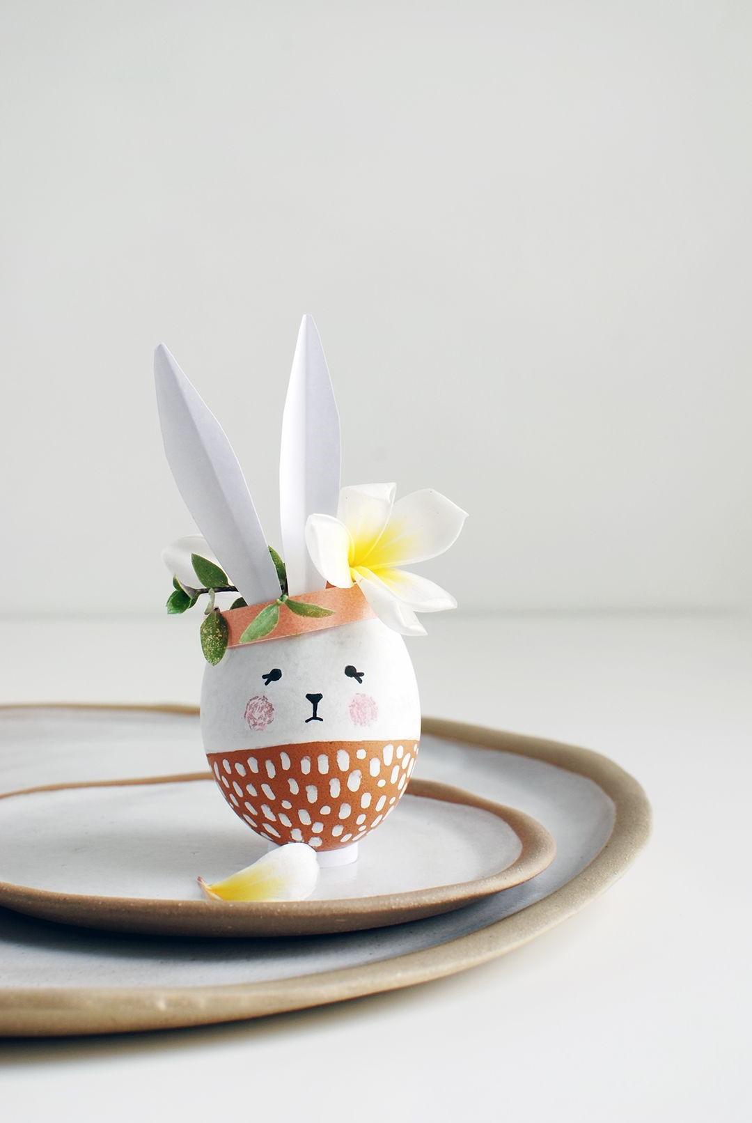 Lapin de Pâques fait en coquille d'oeuf.