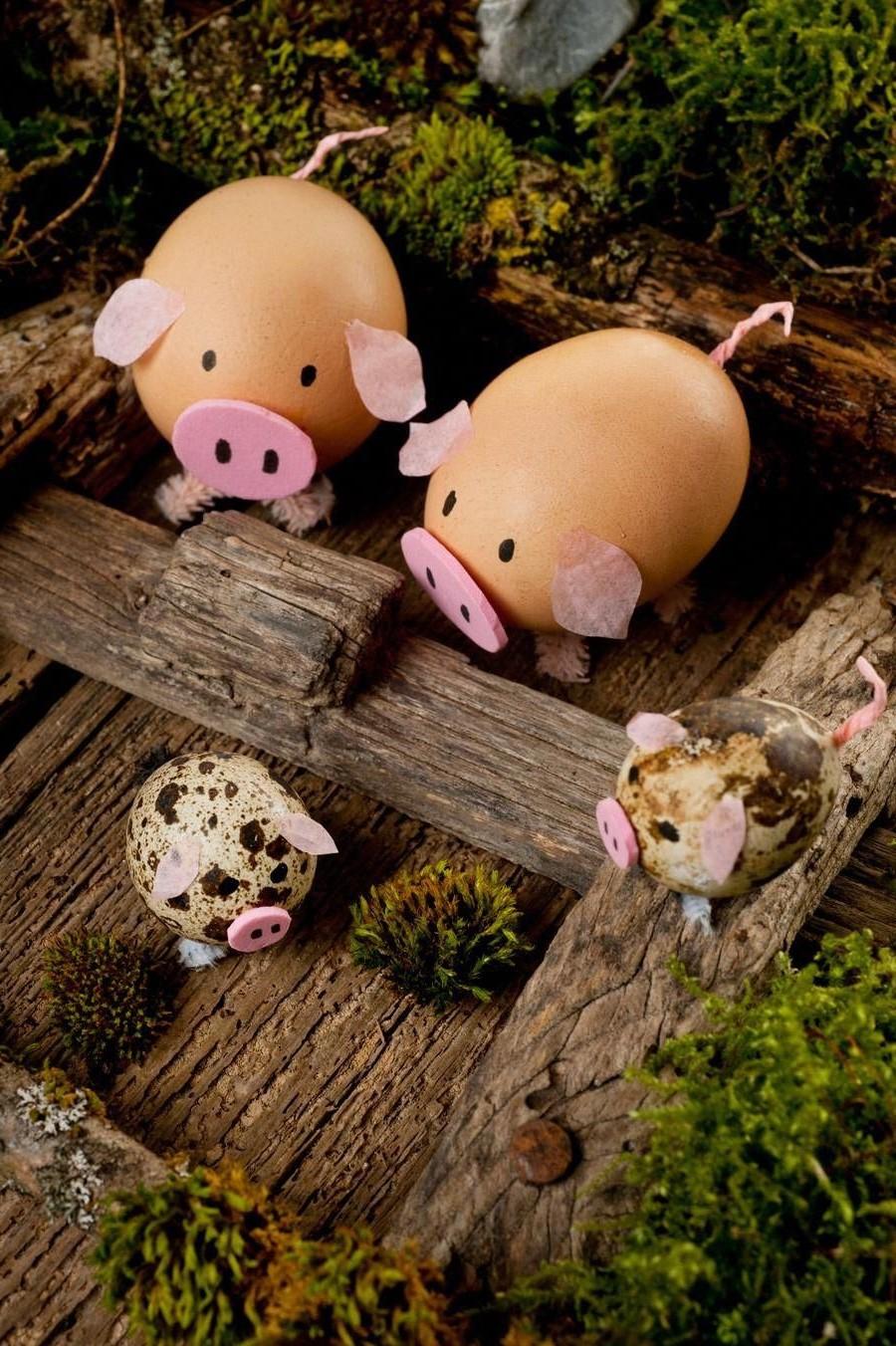 Cochons drôles comme décoration de Pâques.