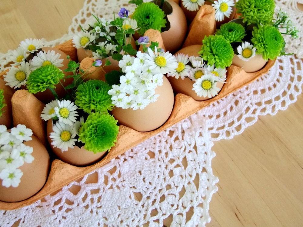 Mini vases à fleurs pour votre décoration festive.