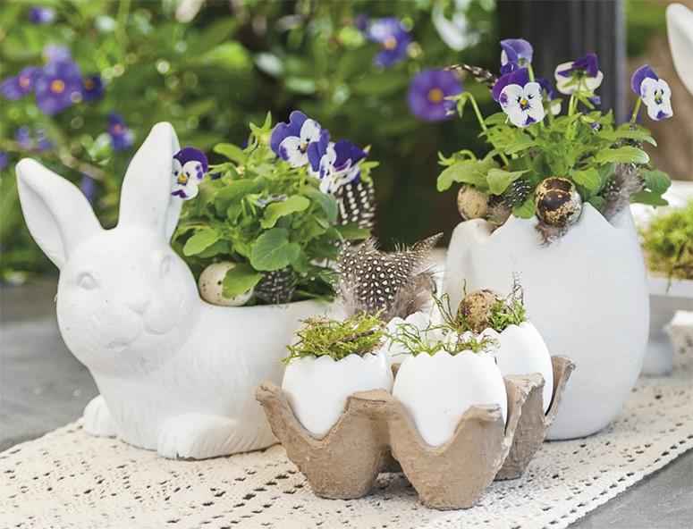 Coquilles d'œufs artificielles utilisées comme jardinières.