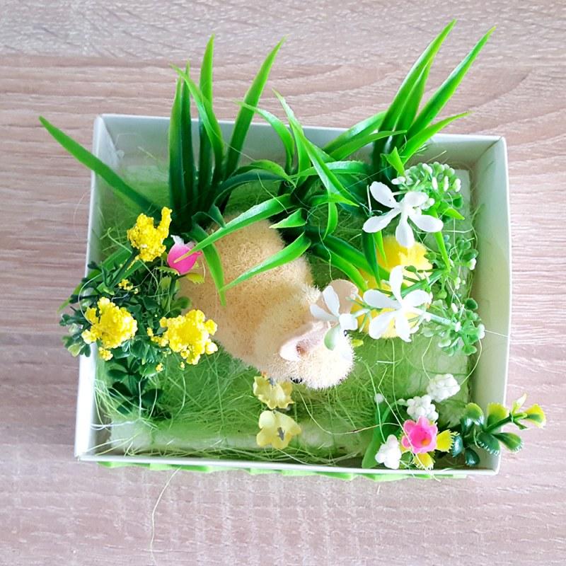 Décoration de Pâques - lapins dans le jardin