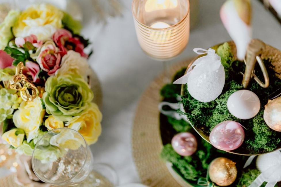 Décoration de Pâques - Décoration d'oeufs sur la table
