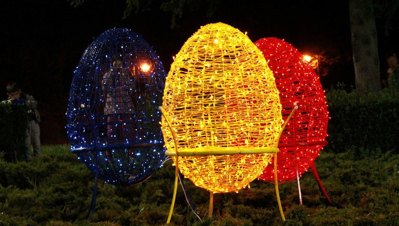 Décoration de Pâques - grands œufs lumineux pour le jardin