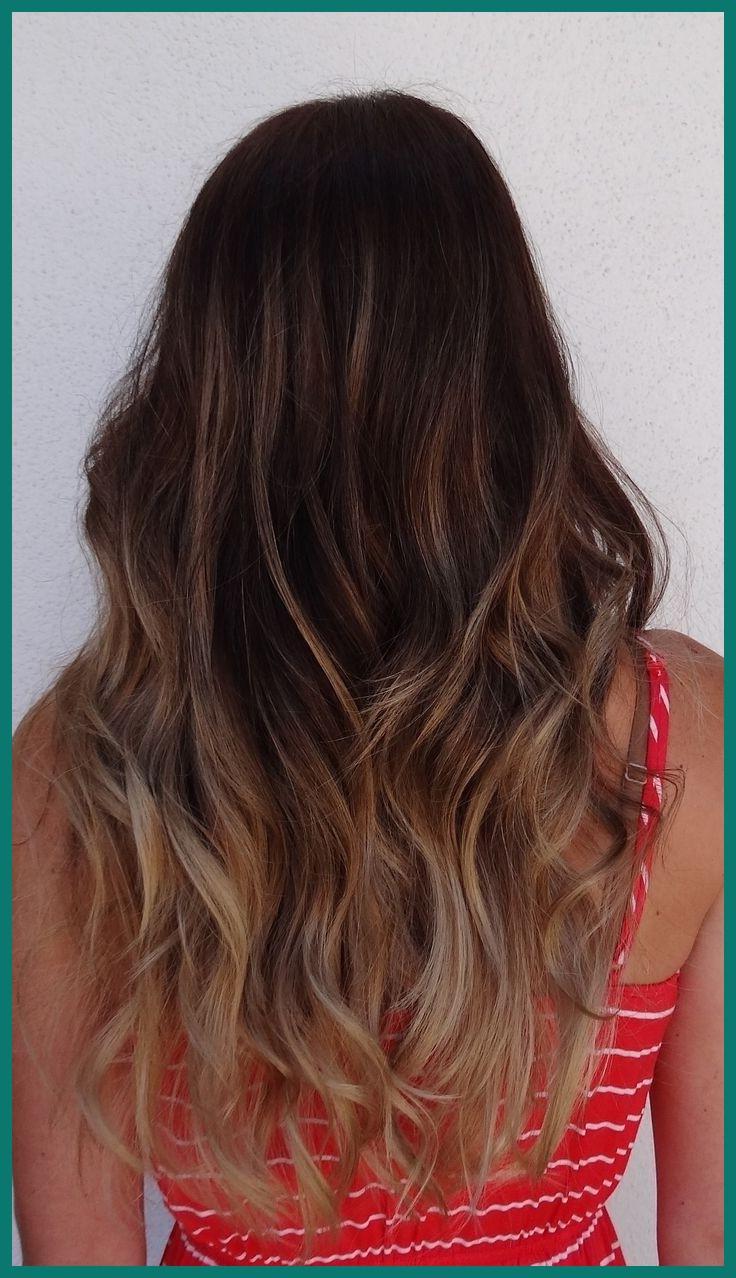 Coiffure en couches pour les cheveux longs.
