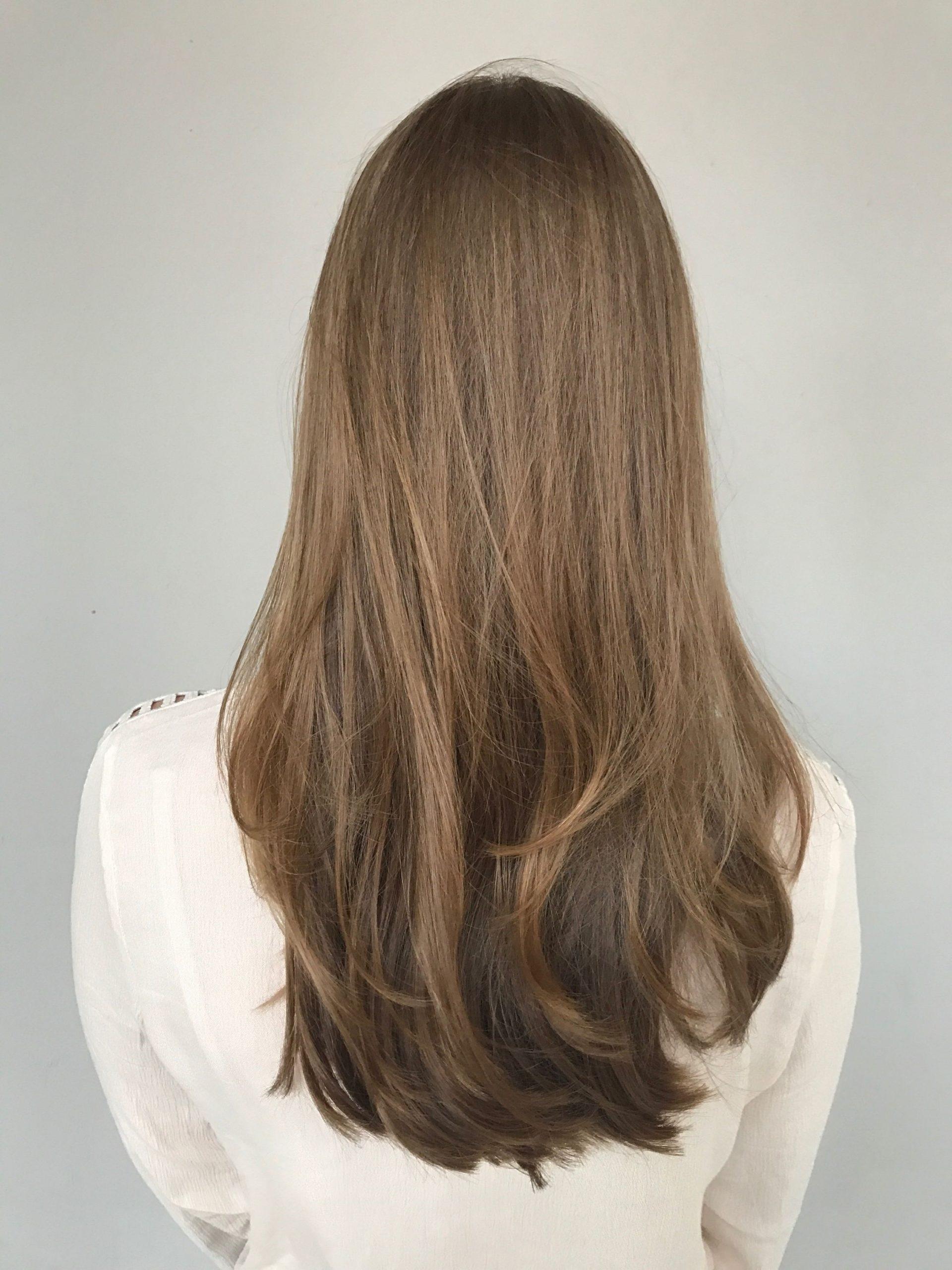 Coupe dégradée pour les cheveux longs.