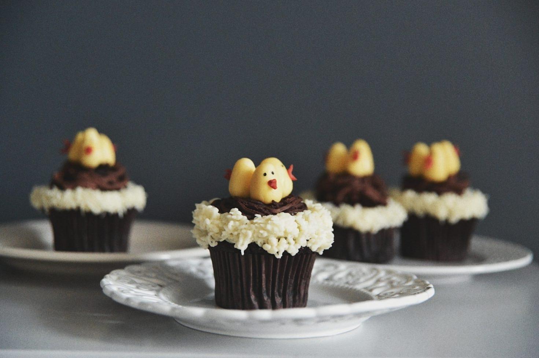Dessert de Pâques - muffins au chocolat avec décoration