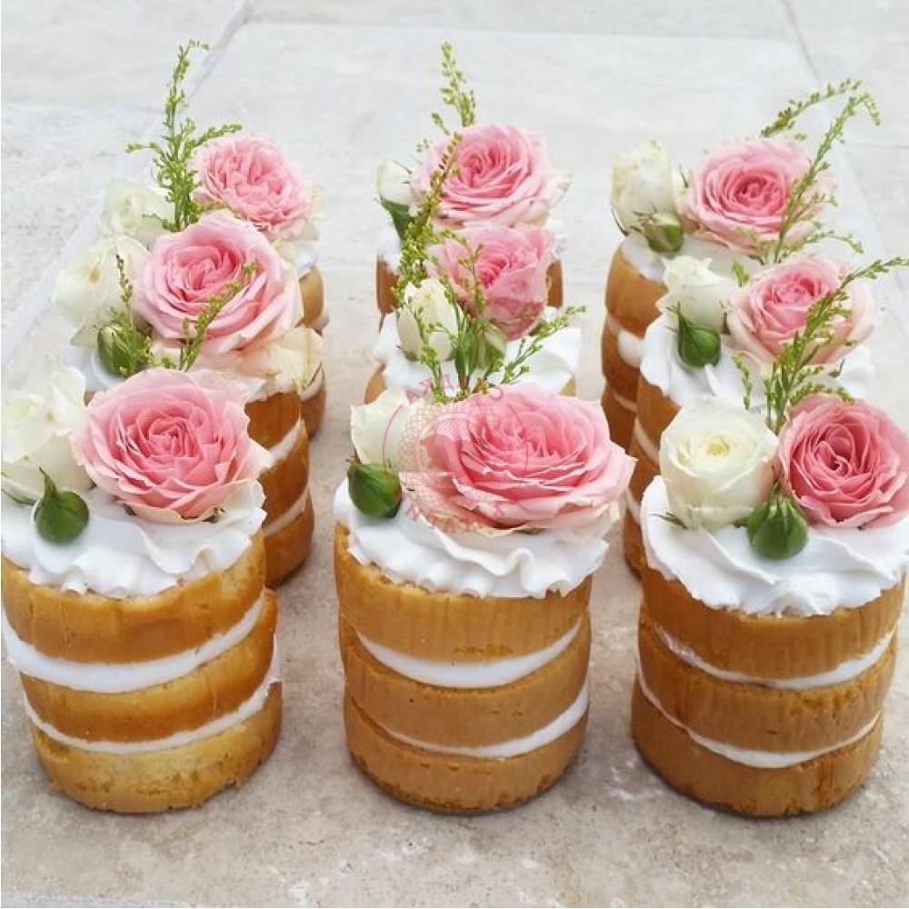Dessert de Pâques - mini gâteau à la décoration rose