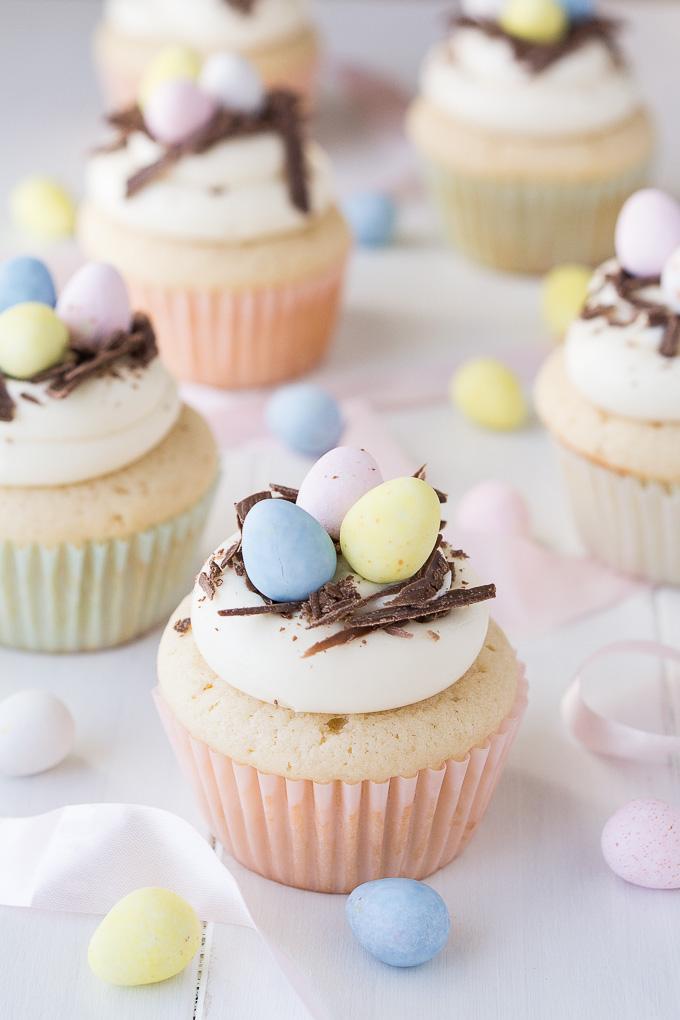 Dessert de Pâques - muffins avec nid d'oeufs