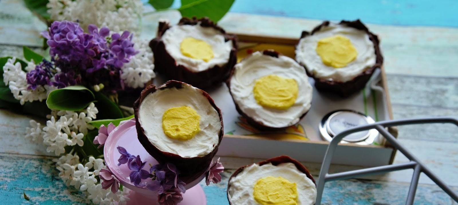 Dessert de Pâques - oeufs en chocolat à la crème