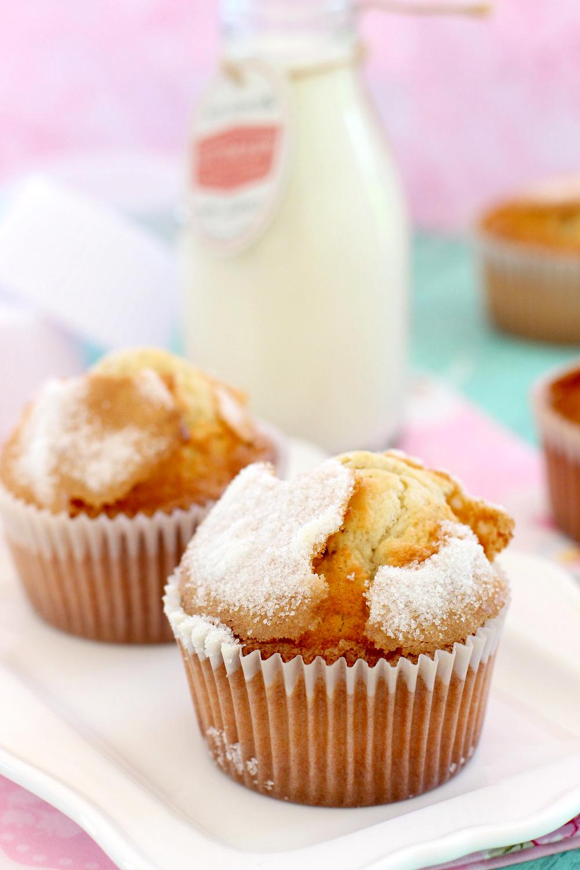 Dessert de Pâques - muffins à la vanille avec du sucre en poudre