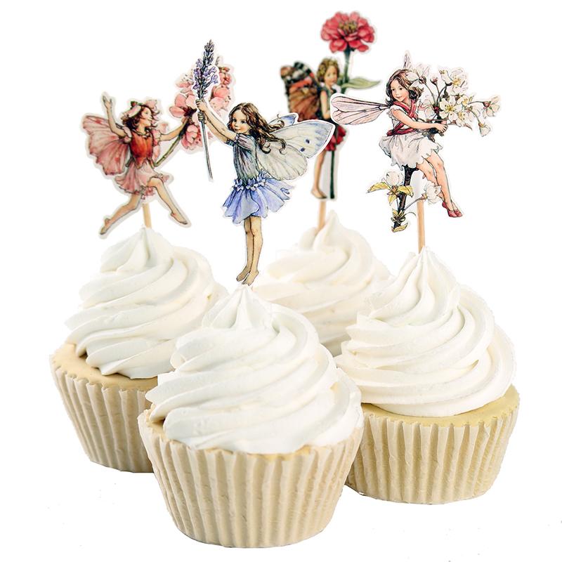 Dessert de Pâques - muffins à la vanille à la crème décorés de poupées