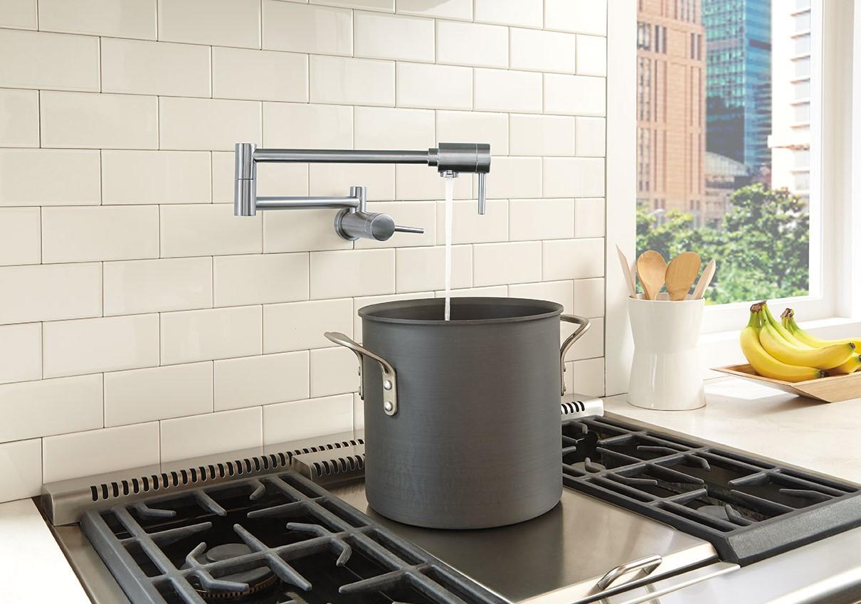 Mitigeur de cuisine avec douchette moderne.