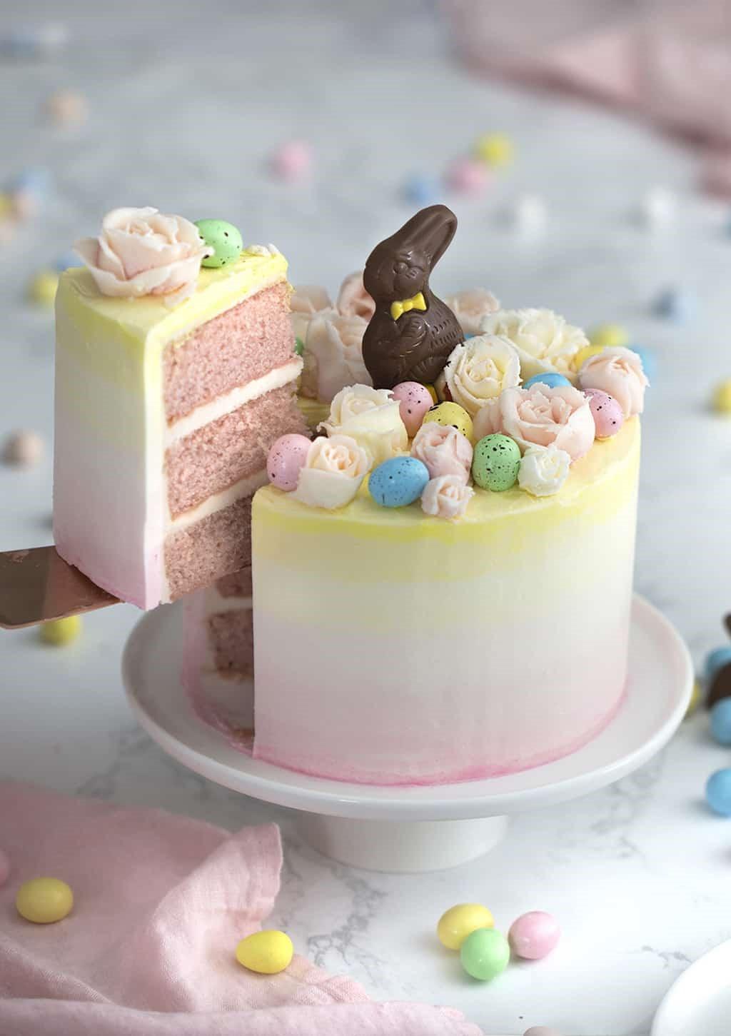 Gâteau décore de lapin au chocolat.