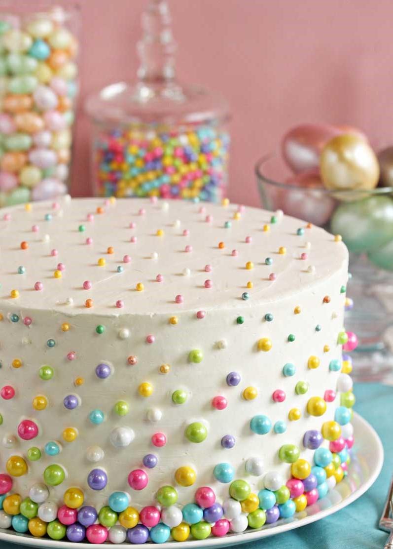 Gâteau élégant et multicolore.