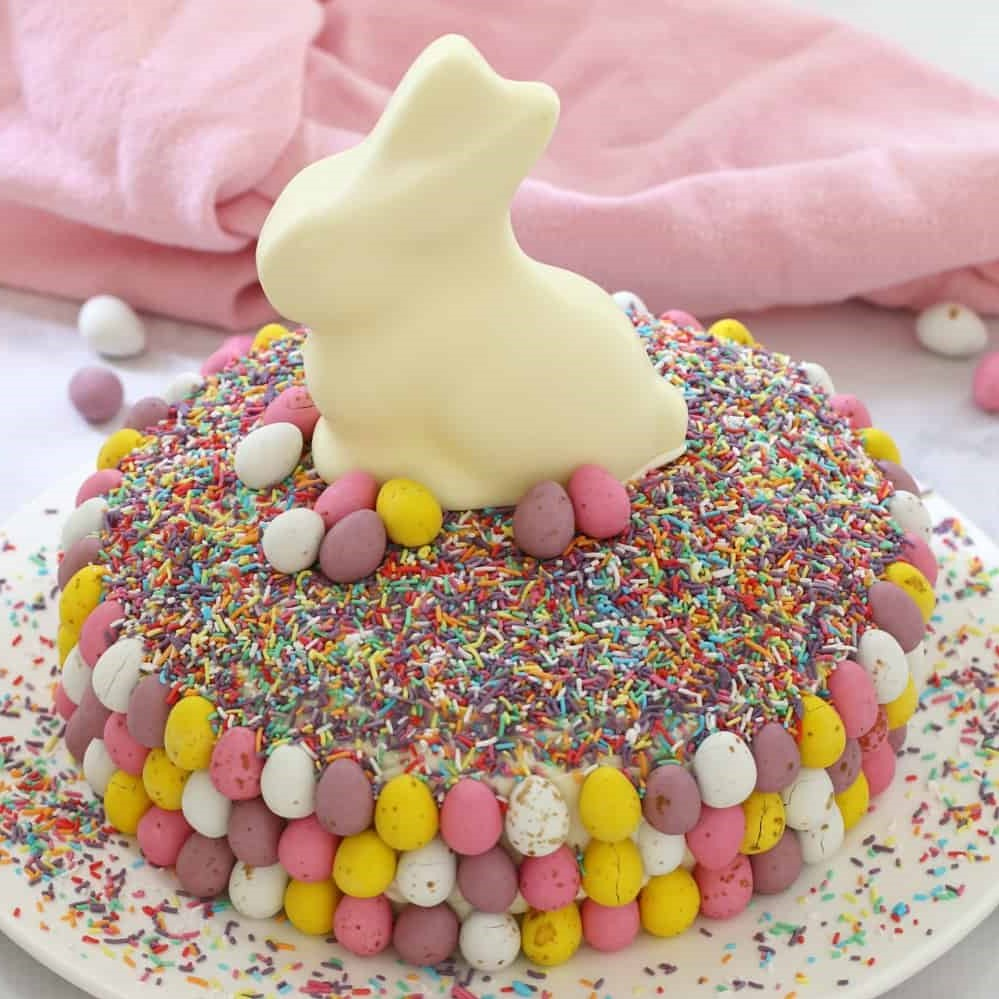 Gâteau multicolore pour la fête.