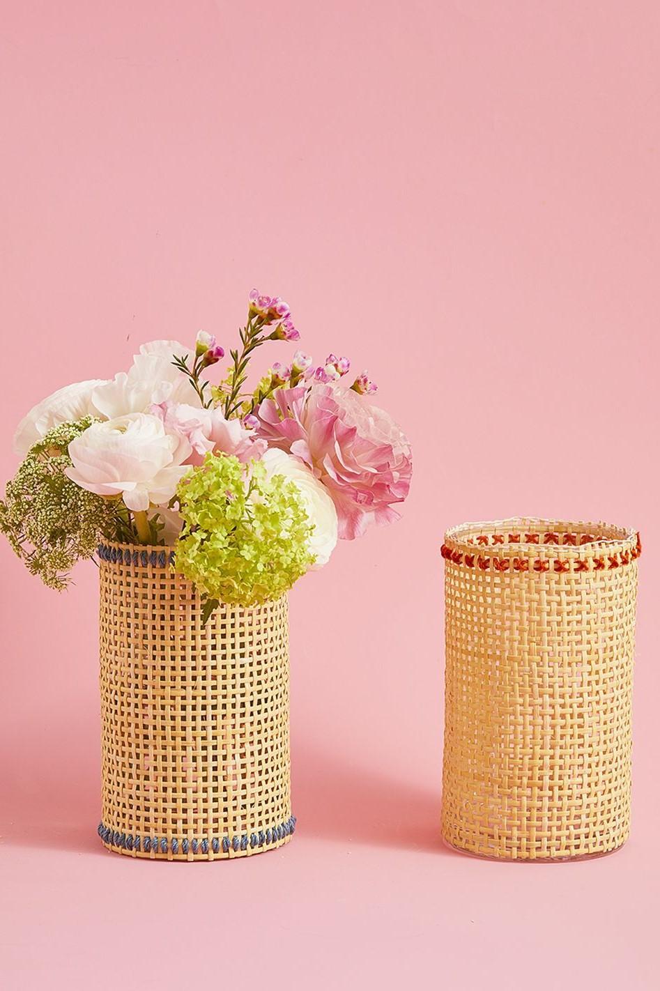 Vases à fleurs rustiques.