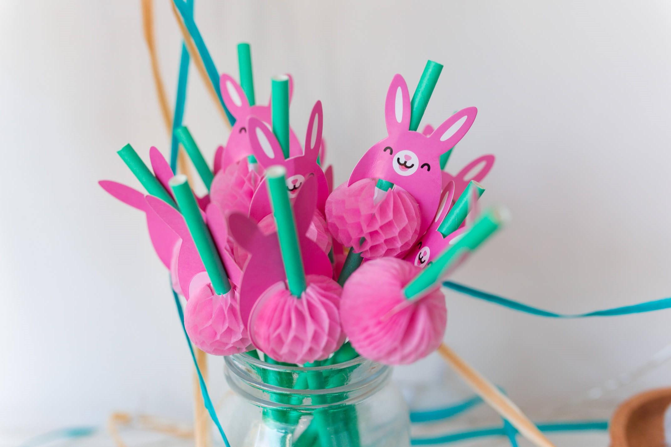 Idées de bricolage de Pâques: pailles de fête.