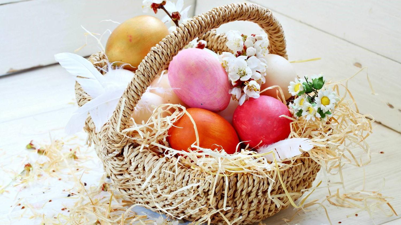 Panier rustique pour les oeufs de Pâques.