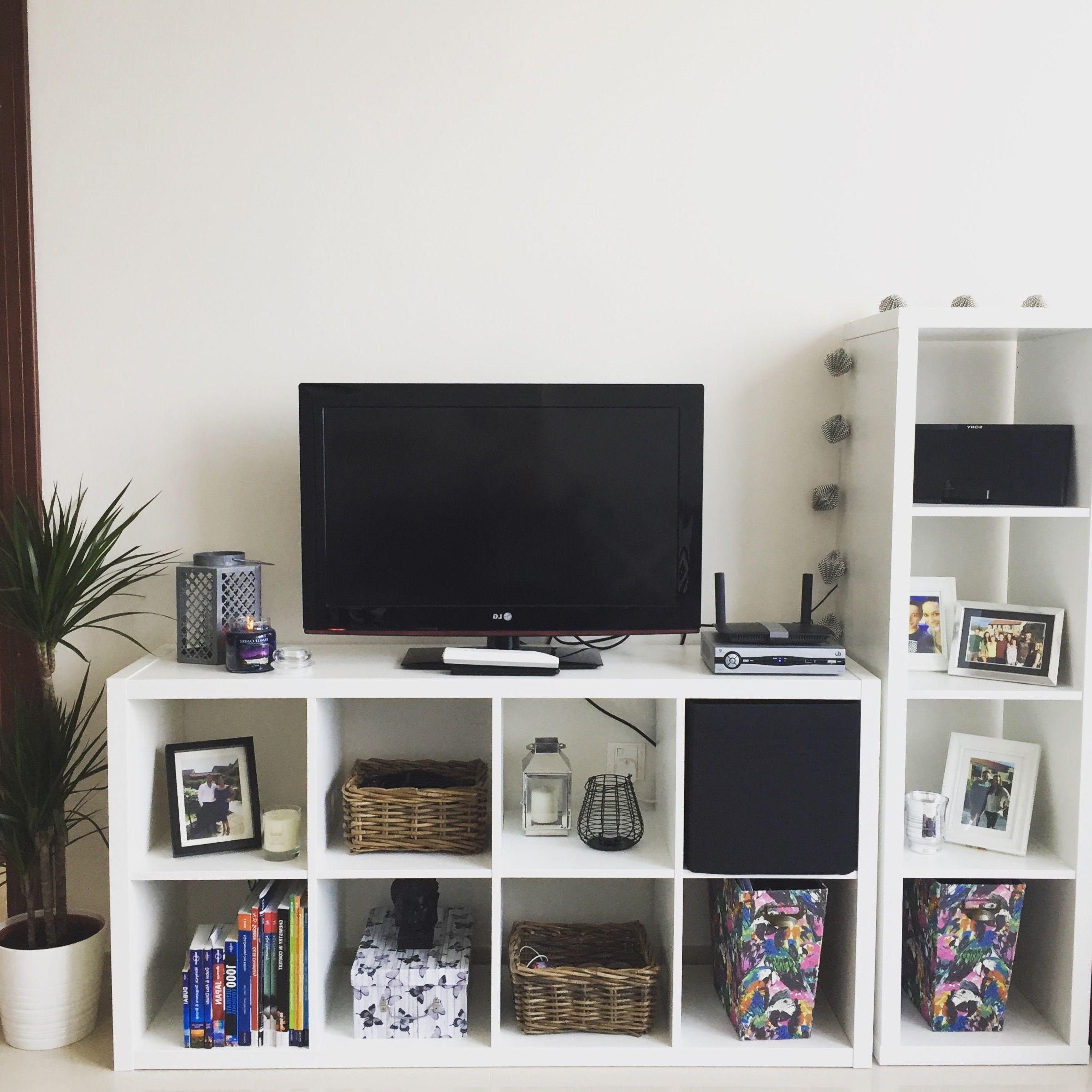 Ikea Kallax utilisée comme commode TV.