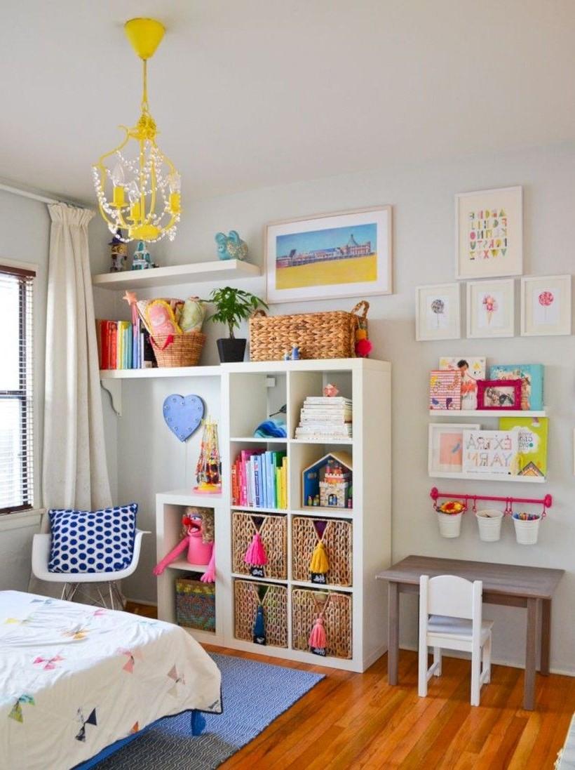 Idée de rangement pour la chambre d'enfant.