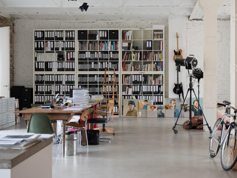 Ikea Kallax utilisée comme bibliothèque.