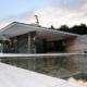 Maison extrêmement moderne avec design loft et murs en verre
