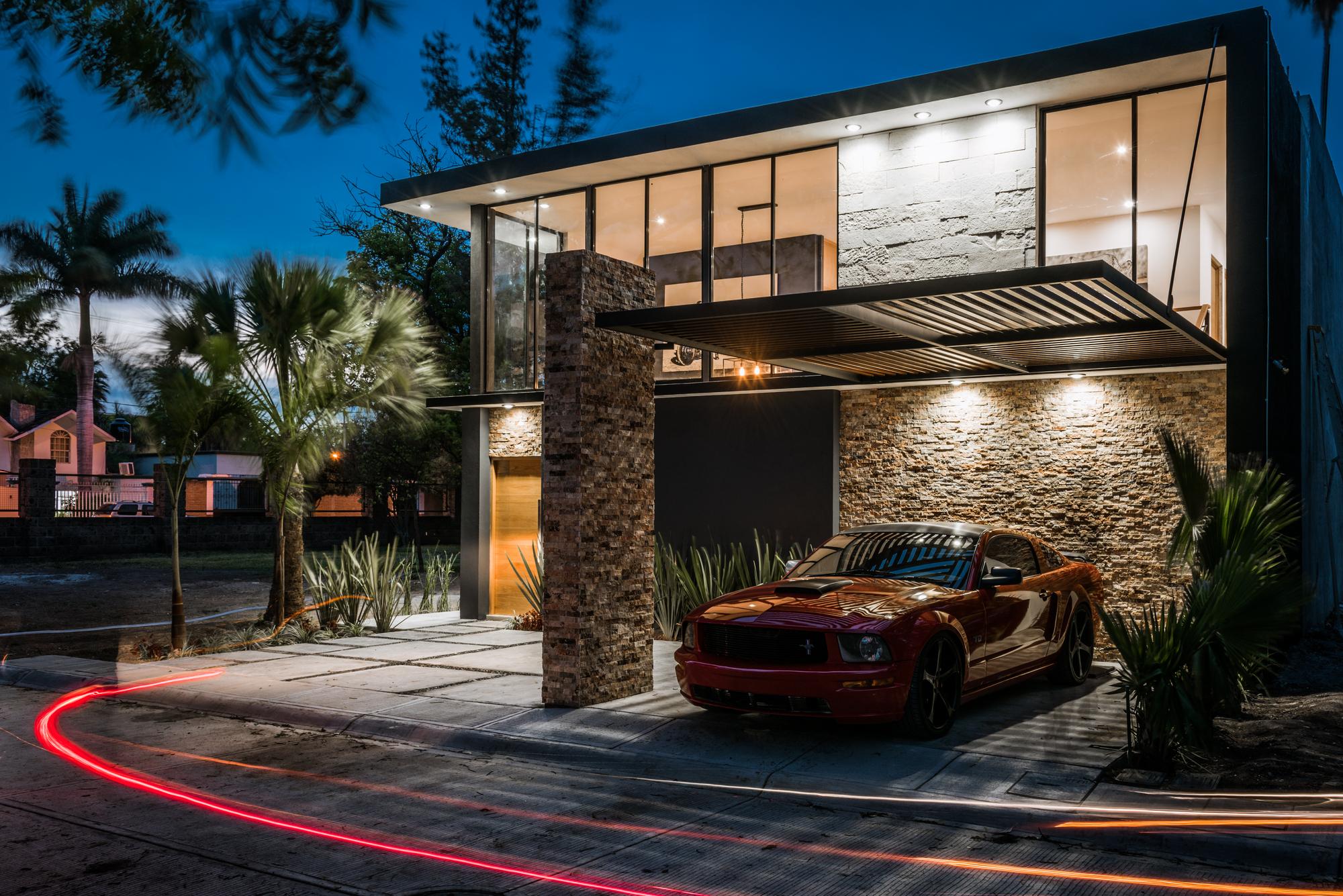 Idée pour une maison moderne avec façade en pierre