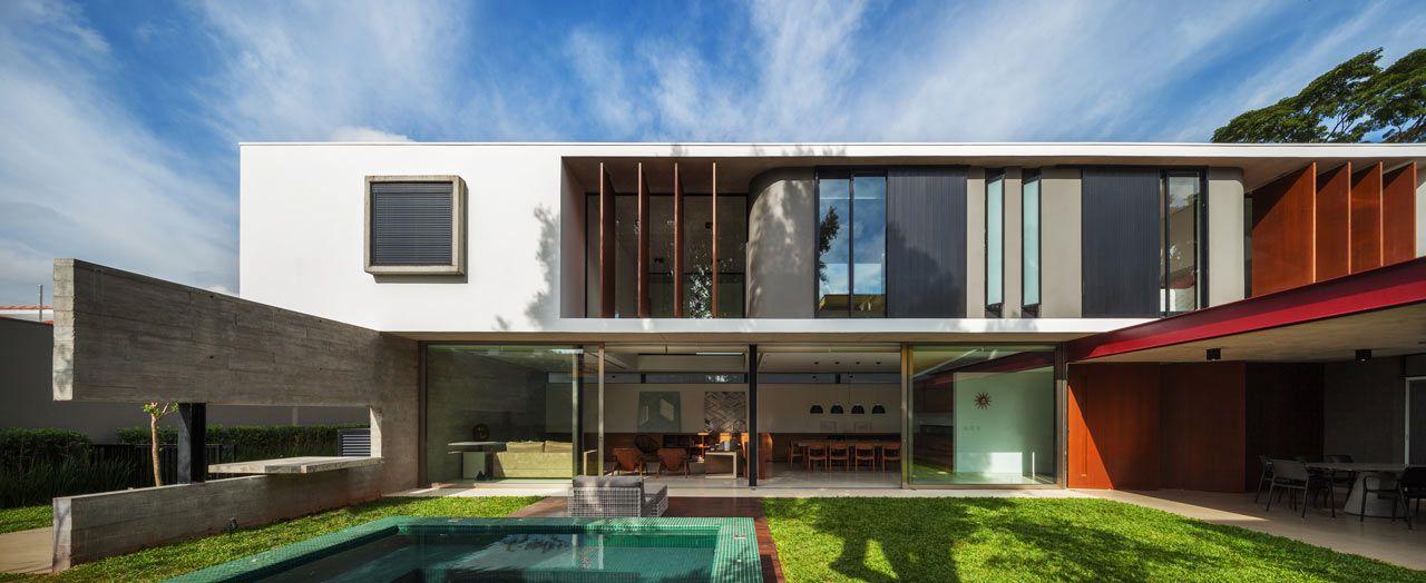 Maison moderne avec façade suspendue