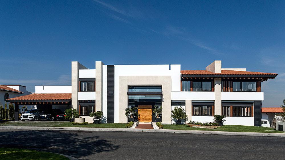 Maison moderne avec façade en bois