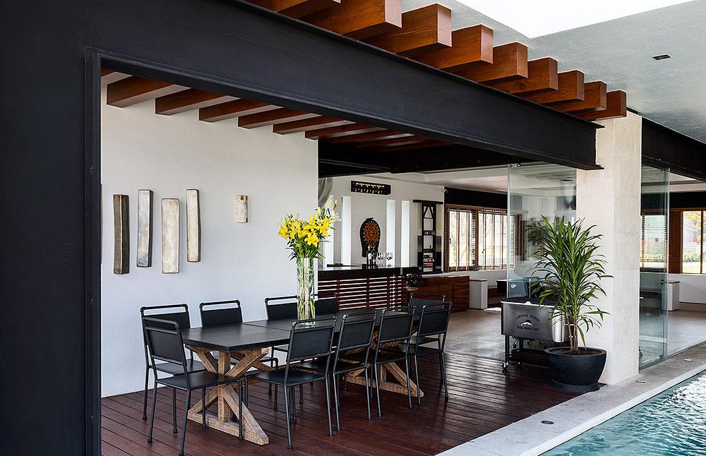 Grande maison de style loft moderne