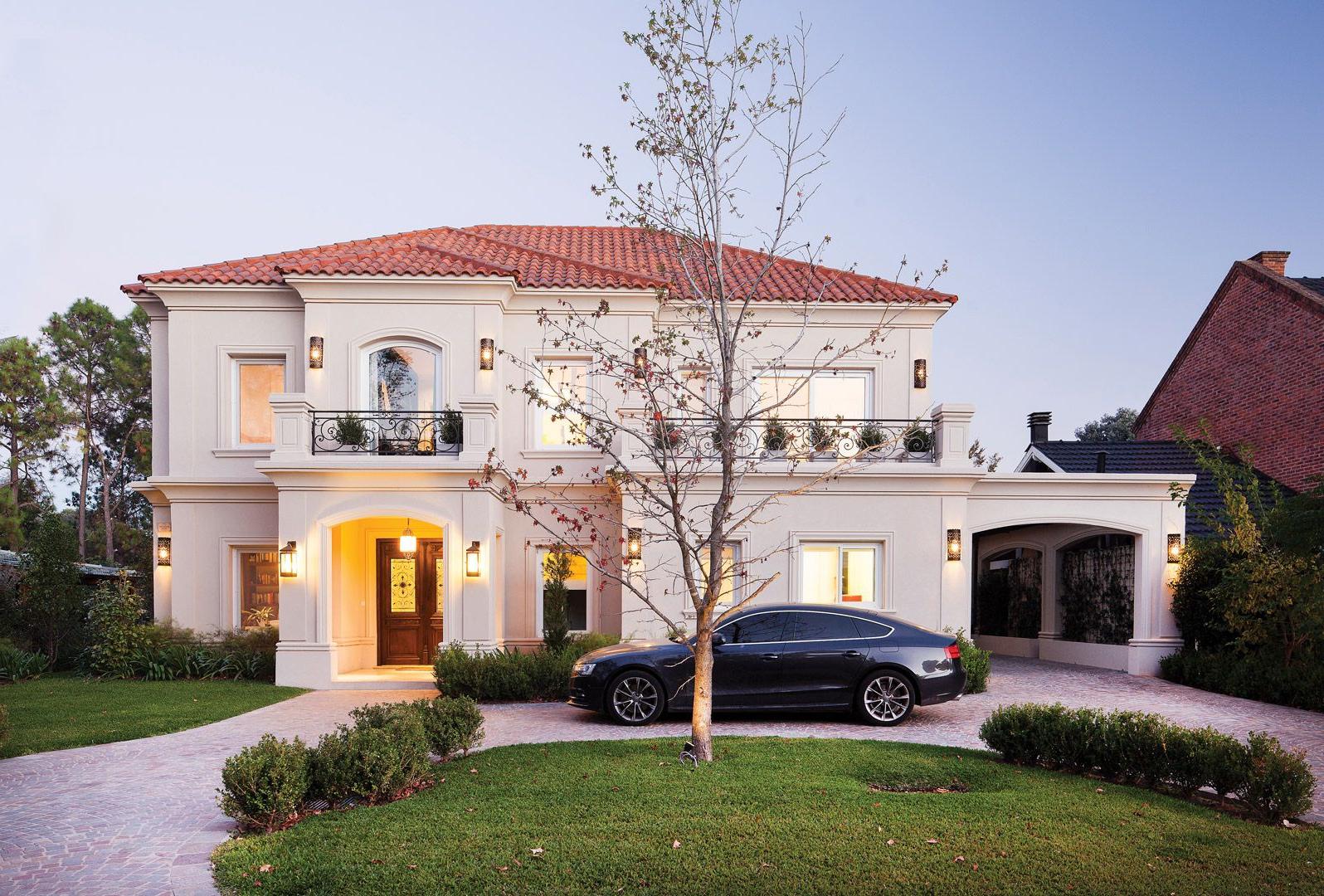 Grande maison belle et moderne