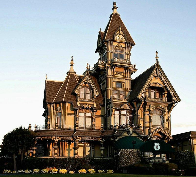 Maison conçue dans le style architectural du château
