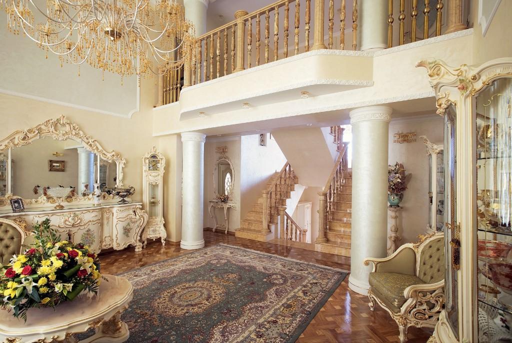 Ameublement de luxe de style baroque