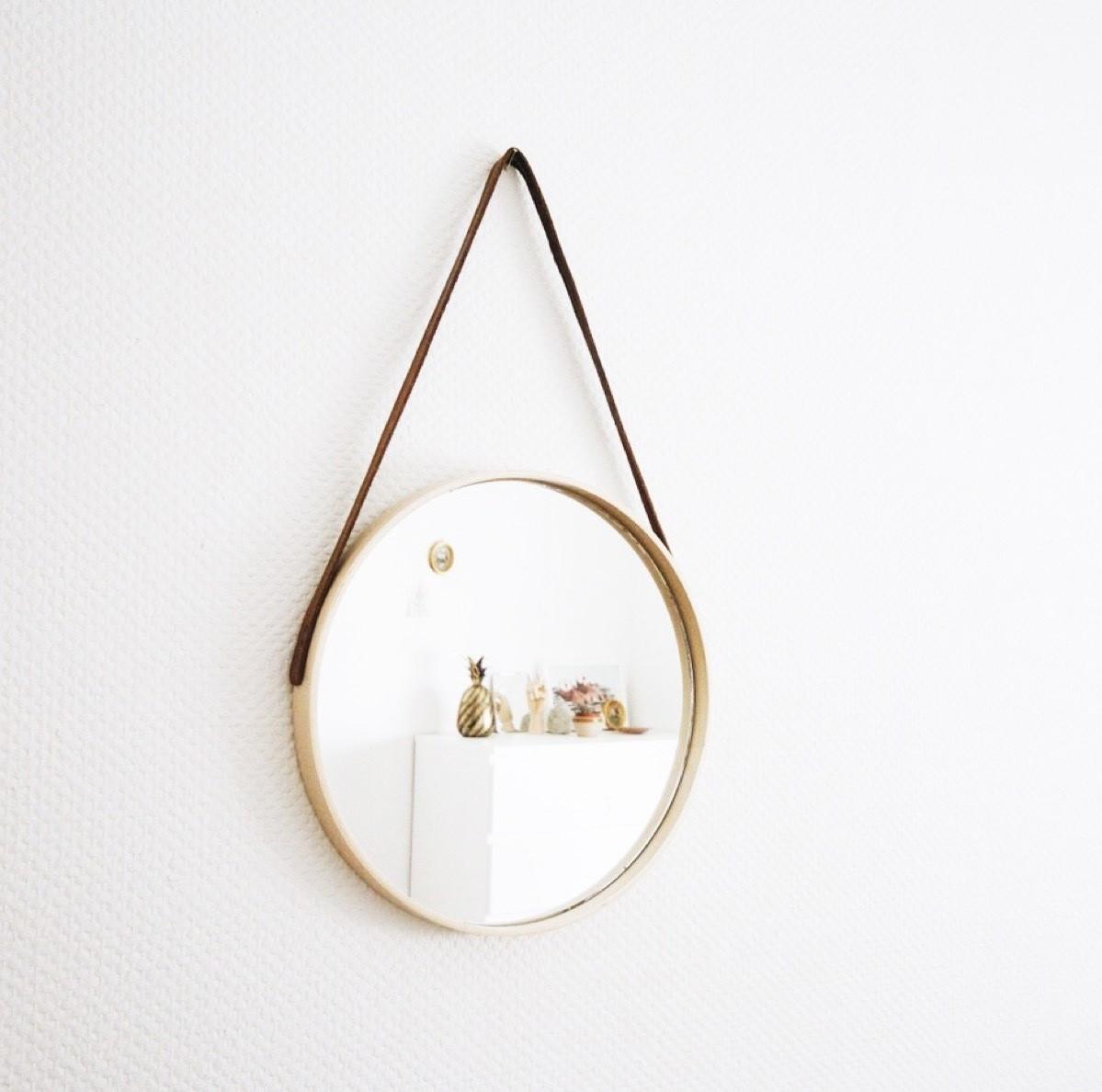 Miroir rond IKEA.