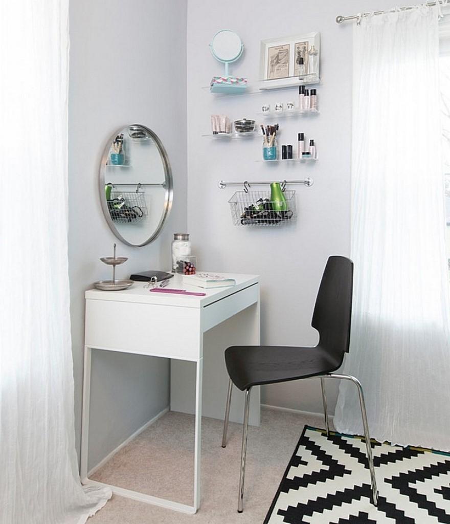 Miroir rond pour la table de maquillage.