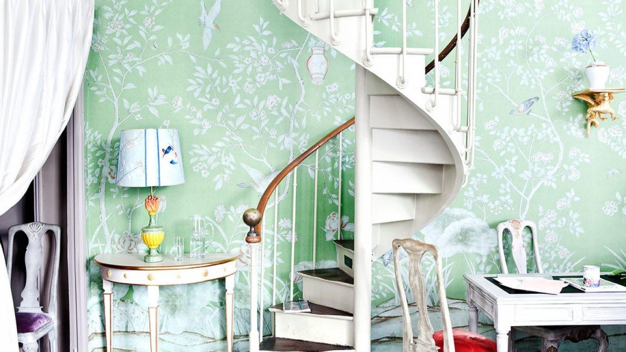 Papier peint floral pour votre cage d'escalier.