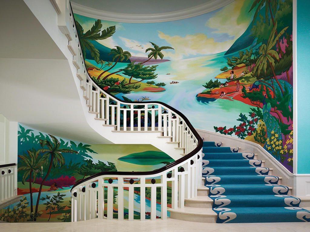 Choisissez un fond impressif pour votre cage d'escalier.