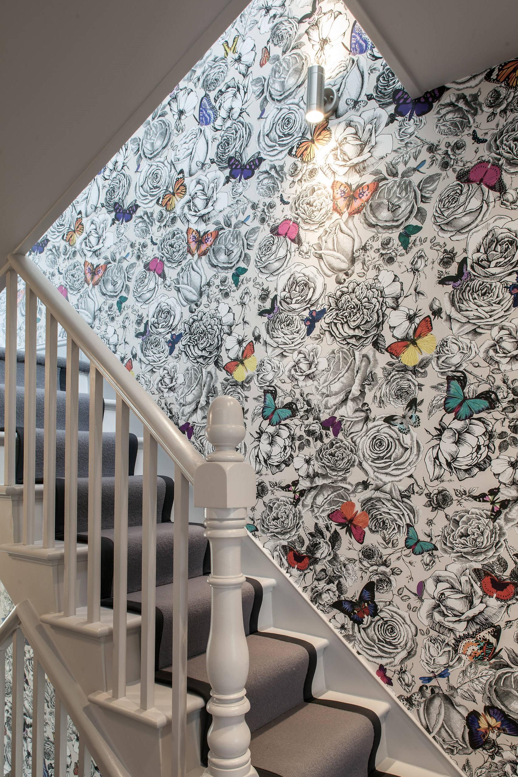 Un fort accent comme ces papillons transformera l'escalier.
