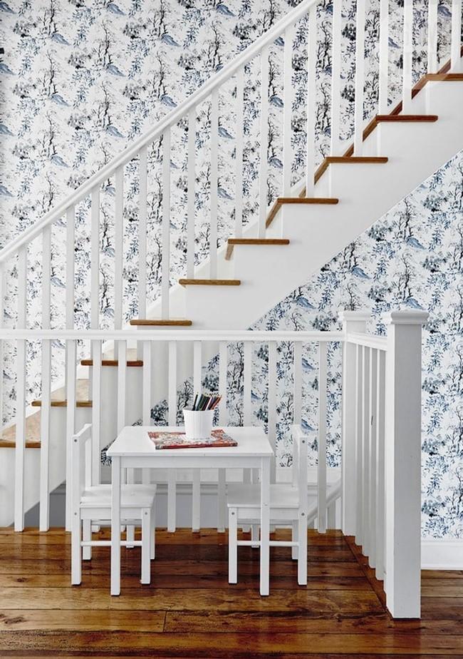 Cage d'escalier classique et élégante.