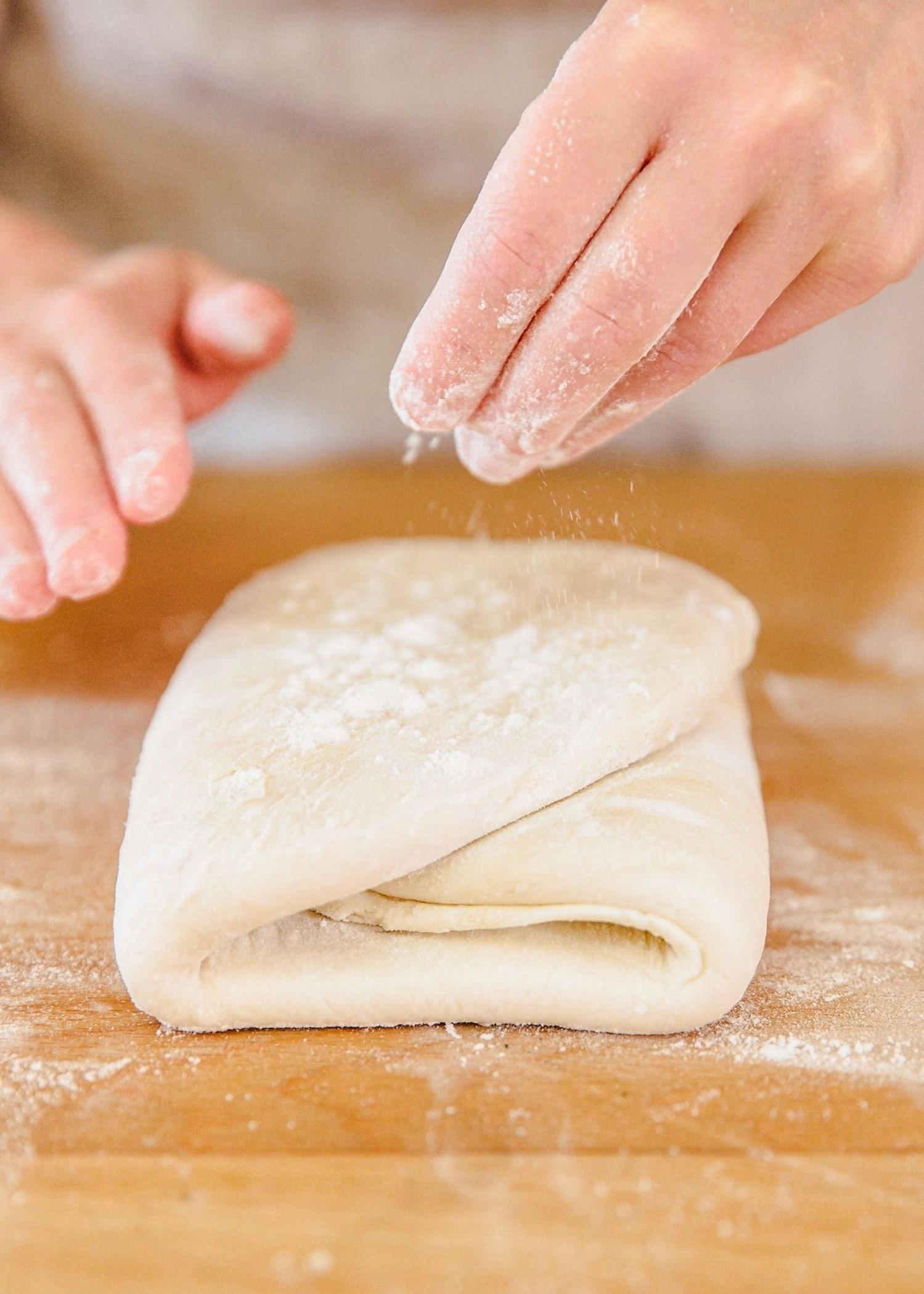 Laissez refroidir la pâte feuilletée pendant la nuit.