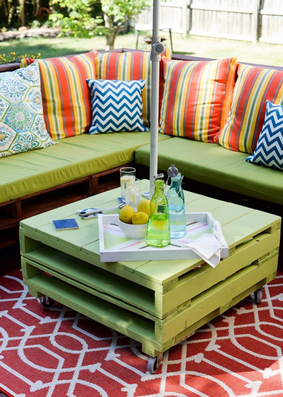 Que faire avec des palettes: table basse et capané pour votre patio.