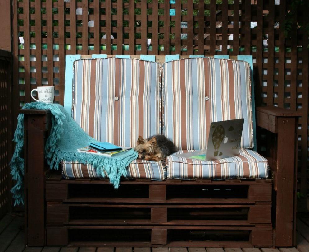 Canapé en bois DIY.